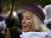 Žena protestuje proti násiliu voči ženám v Madride