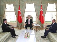Turecký prezident Recep Tayyip Erdogan, minister zahraničných vecí a európskych záležitostí SR Miroslav Lajčák a  turecký minister zahraničných vecí Mevlüt Čavušoglu