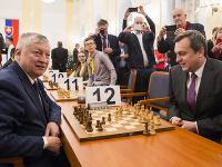 Vianočný šachový turnaj otvorili Andrej Danko a legendárny hráč Anatolij Karpov.
