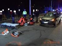 Vodič zrazil dvoch chodcov na priechode v Banskej Bystrici.