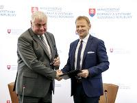 Minister dopravy a výstavby SR Árpád Érsek a viceprezident Európskej  investičnej banky (EIB) Vazil Hudák