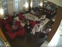 Polícia pátra po mužovi na videu, môže ísť o únos.