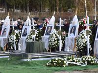 Hroby piatich pochovaných dievčat