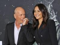 Bruce Willis sa pochválil svojou sexi manželkou.