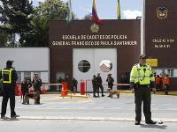 Útok na policajnú akadémiu v Bogote neprežilo desať ľudí