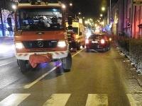 Polícia vyšetruje príčiny a okolnosti dopravnej nehody, ktorá sa stala vTrnave o šiestej hodine na priechode pre chodcov.