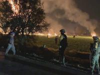 Mexikom otriasol výbuch ropovodu. V oblasti vypukol veľký požiar.