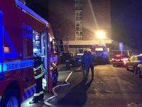 Pri požiari zasahovalo množstvo hasičov.