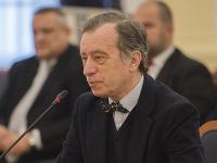 Na snímke kandidát na post ústavného sudcu Ján Drgonec počas vypočutia Ústavnoprávnym výborom NR SR