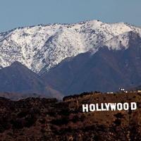 Na horách hneď za Hollywoodom napadlo množstvo snehu
