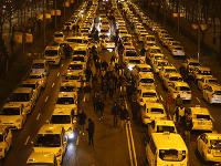 Taxikári zablokovali jednu z hlavných ciest Paseo de la Castellana.
