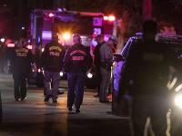 Policajti sa dostali do prestrelky počas prehľadávania domu.