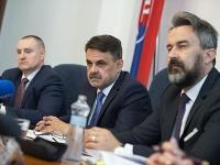 Zľava námestník generálneho prokurátora SR Peter Šufliarsky, generálny prokurátor SR Jaromír Čižnár a prvý námestník generálneho prokurátora SR René Vanek.