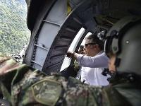 Ivan Duque vo vojenskom vrtuľníku