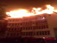 Hotel zachvátil požiar pred svitaním.