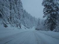 Sneh ochromil dopravu na väčšine územia.
