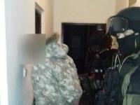 Polícia vykonala niekoľko domových kontrol a pri nich zaistila kryštalické látky.