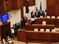 Poslanci hlasujú o kandidátoch na ústavných sudcov