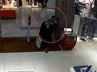Polícia pátra po mužoch na foto