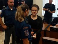 Simona Macháčová na súdnom pojednávaní.