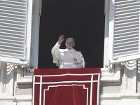Pápež František nesúhlasí s voliteľným celibátom.