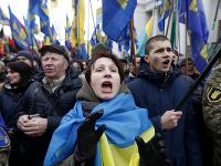 Členovia nacionalistických skupín pri príležitosti výročia vypuknutia protestov.