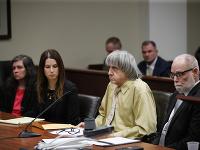 David Turpin a Louise Turpinová na súde