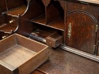 Tajná zásuvka, kde bola minca