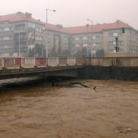 Rieka Hron v centre Banskej Bystrice.