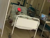 Nemocnica Levice nechala pacientku po operácii na chodbe.