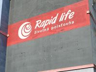 V sídle košickej poisťovne Rapid Life boli policajti, pred bankou stálo obrnené vozidlo Národnej banky Slovenska, do ktorého odniesli všetky dokumenty poisťovne Rapid Life
