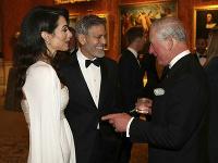 Clooneyovci pri stretnutí s princom Charlesom.