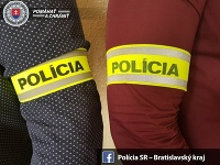 Policajti sa postarali o novorodenca z chatrče