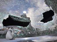 Mladá Humenčanka vyskočila na BMW, pri páde rozbila okno