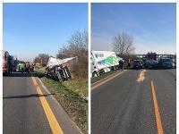 Na D1 za Sencom sa zrazili tri autá s kamiónom, tvoria sa kolóny.