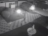 Muž sa vracal v Šali domov, pri dverách naňho zaútočili zlodeji