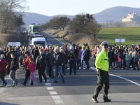 Protestné zhromaždenie na štátnej ceste 1/16 pod Soroškou proti výstavbe splyňovacej elektrárne
