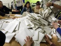 Počítanie hlasov po prvom kole prezidentských volieb na Ukrajine.
