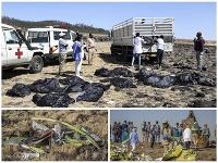 Záchranári prehľadávajú trosky lietadla Etiópskych aerolínií.