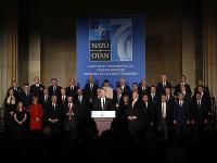 Generálny sekretár NATO Jens Stoltenberg a šéf americkej diplomacie Mike Pompeo rečnia na stretnutí ministrov zahraničných vecí členských krajín NATO