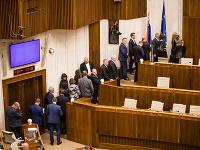 Poslanci odchádzajú z rokovacej sály na opakovanú tajnú voľbu kandidátov na sudcov