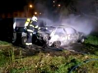 V aute našli hasiči ohorené telo
