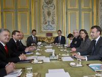Macron prijal Zelenského a Porošenka
