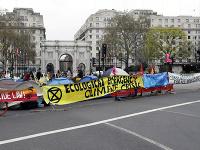 Aktivisti zablokovali niekoľko ulíc.