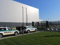 Polícia musela evakuovať závod v Nitre.