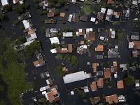 Na snímke zaplavené domy na predmestí paraguajskej metropoly Asunción