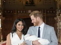 Vojvodkyňa Meghan a jej manžel princ Harry sa tešia z maličkého synčeka
