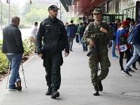 S policajtmi dohliadajú na bezproblémový priebeh majstrovstiev v hlavnom meste aj vojaci.