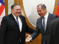Minister zahraničných vecí USA Mike Pompeo a jeho ruský rezortný kolega Sergej Lavrov.