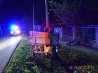 Dvoch opitých pohoničov v jednom povoze chytili policajti v pondelok v noci v obci Chotín v okrese Komárno.